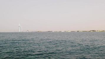 Emirati Arabi Uniti giorno luce estate Dubai città famoso hotel mare panorama 4K