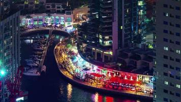 Dubai Marina Night Light Bay Restaurant Dock Dachansicht 4k Zeitraffer Vereinigte arabische Emirate