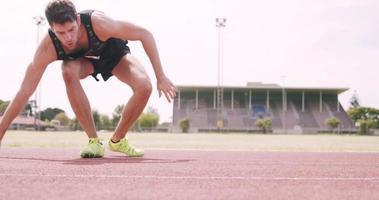 fokussierter Sportler beim Laufen