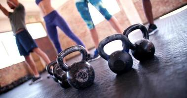 Kettlebells beim Fitnesstraining video
