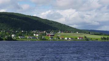 lago randsfjorden vicino a oslo, norvegia,