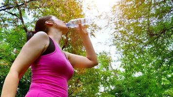 acqua corrente e potabile durante l'allenamento