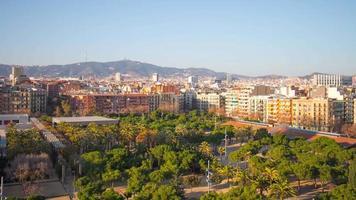 barcelona sonnenlicht joan miro park stadtpanorama 4k zeitraffer spanien