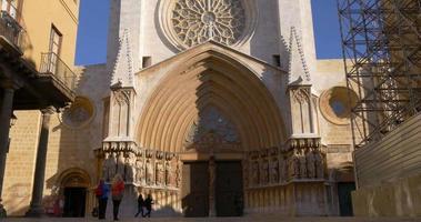 Cattedrale di Tarragona sole giorno luce ingresso principale 4K