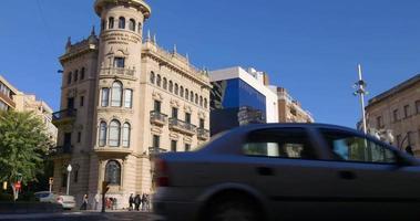 Cruzamento de Tarragona com luz solar 4k video