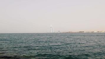 Emirati Arabi Uniti giorno luce dubai famoso hotel vista mare 4K video