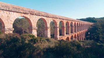 Spagna giornata di sole famoso ponte di tarragona pont del diablo 4k lasso di tempo