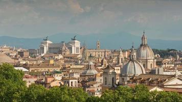 Italia verano día Roma paisaje urbano famoso altare della patria azotea panorama 4k lapso de tiempo video