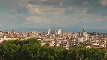 Italia giorno luce Roma paesaggio urbano famoso altare della patria panorama sul tetto 4k lasso di tempo