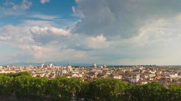 Italia Castello del Santo Angelo sul tetto di Roma paesaggio urbano soleggiato panorama 4K lasso di tempo