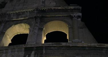 nacht colosseum. oud Romeins monument video