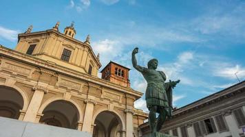 Italia atardecer Milán ciudad famoso monumento de San Lorenzo Constantino panorama 4k lapso de tiempo