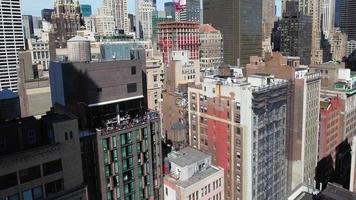 aérea de nyc voe em direção a varanda com pessoas video