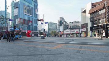 4 k time-lapse banlieusards marchent, transport le matin
