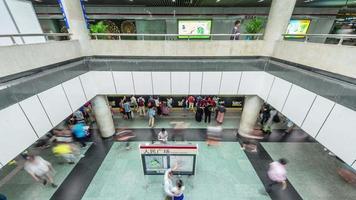 china xangai cidade, metrô, interior, pessoas, lotado, panorama, 4k, time lapse