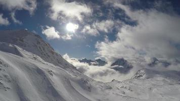 francia alpi alpine paesaggio di montagna. visto dagli impianti di risalita video