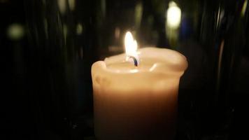 candela in un bicchiere