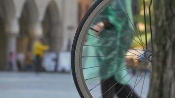 bicicletta e folla