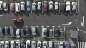 Antena 4k: tiro em carrinho, último lugar de estacionamento gratuito video
