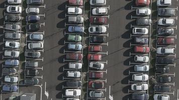 Antena 4k: troca de carros no estacionamento video
