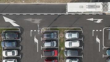 Antenna 4k: auto in attesa di parcheggio gratuito