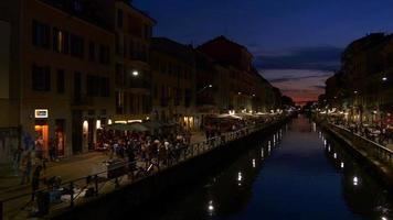 Italia notte tramonto Milano città famosi navigli lombardi canale riflessione baia panorama 4K