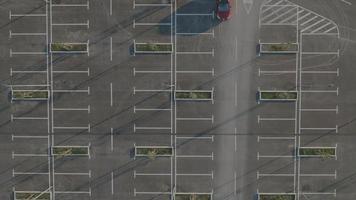 Antenna 4K: inquadratura statica di un parcheggio adeguato