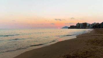 Spagna tramonto spiaggia panorama di benidorm 4K lasso di tempo