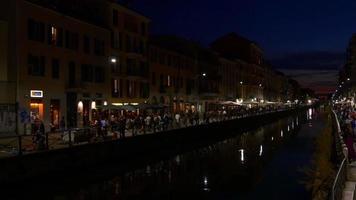 italia milano notte illuminazione navigli lombardi canale ristoranti baia panorama 4K
