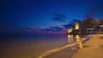 Spagna tramonto spiaggia panorama famosa città turistica benidorm 4K lasso di tempo