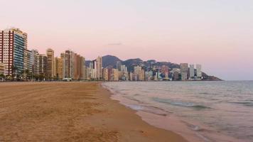 espanha praia pôr do sol panorama de benidorm 4k time lapse video