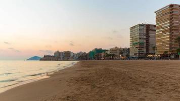 Spagna tramonto sera luce Benidorm costa panorama 4K lasso di tempo