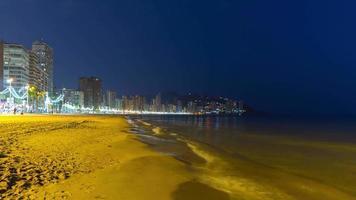 Spagna benidorm turistica città notte luce vista panoramica 4K lasso di tempo