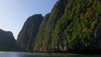 Thailandia estate giorno luce isole fronte colline giro in barca panorama 4K video