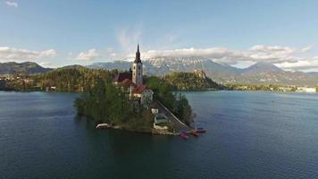 iglesia en el hermoso lago bled video