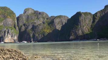 Tailândia dia de verão, horário de verão famoso turista koh phi phi panorama das ilhas da praia 4k video