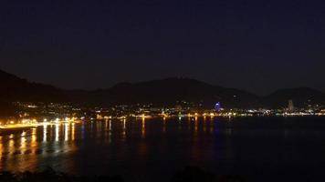 Thailand Nacht Zeit berühmte Patong Strand Küste Panorama 4k video