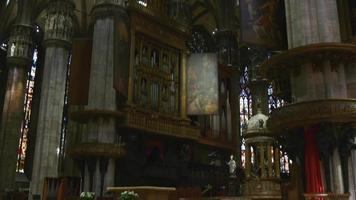 Italia, día, famosa, Milán, Duomo, catedral, interior, altar, vista, 4k