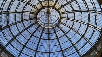 Italia victor emmanuel ii galería comercial cúpula dentro del panorama superior 4k milan video