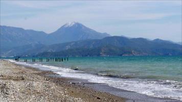 Fethiye, türkischer Mittelmeerstrand auf dem Seeweg im Winter, bewölkter Tag video