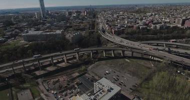 Jersey City Antennen fliegen in Richtung Kreuzung