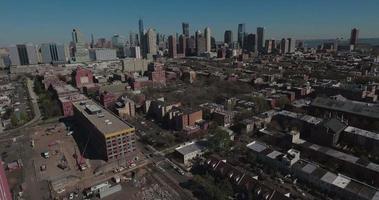 Jersey City leichter Aufstieg fliegen vorwärts Ansicht von Gebäuden