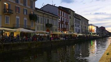 itália, pôr do sol, milão, navigli lombardi, canal, baía, lado oposto, caminhada panorama 4k video