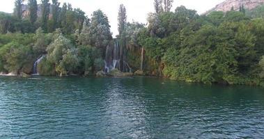 Roski slap cascadas en el río Krka video