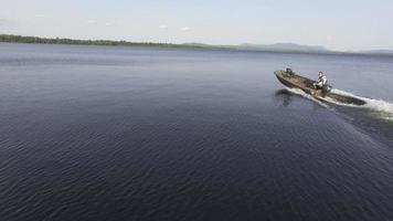 sobrevôo aéreo de Maine enquanto o barco faz uma curva