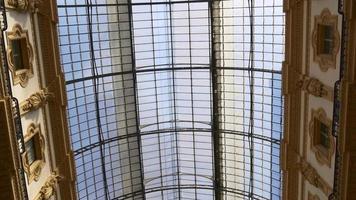 italie ensoleillé victor emmanuel ii galerie marchande sur le toit à pied vue 4k video