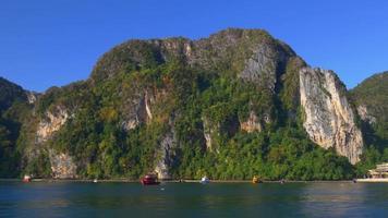 Thailandia giorno luce isola giro in barca vista laterale panorama 4K video