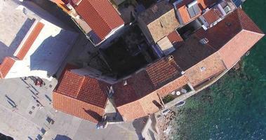 Vista aerea dei tetti di Komiza, Croazia video
