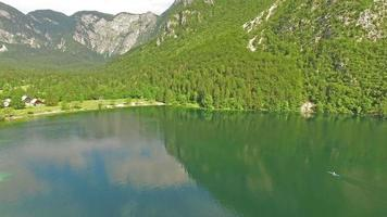 hermosa vista del lago bohinj, eslovenia video