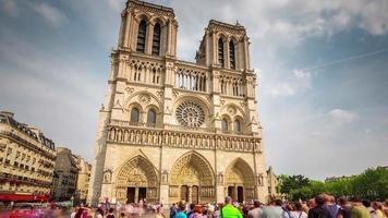 Francia día soleado notre dame de paris concurrida plaza turística 4k lapso de tiempo